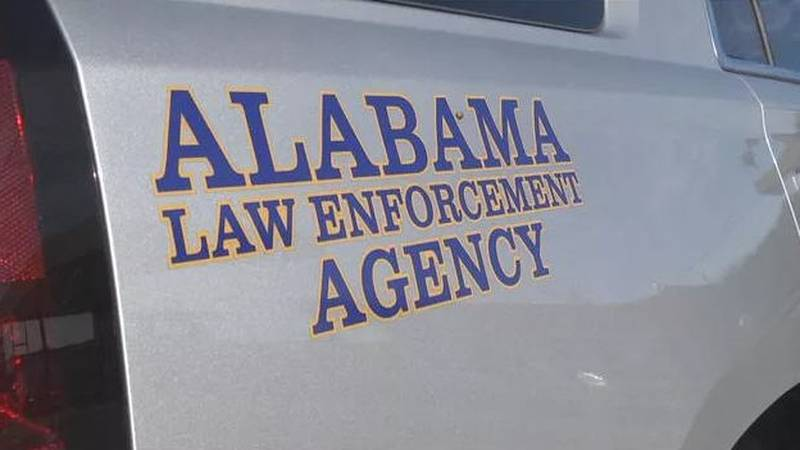 A crash involving a commercial vehicle has caused lanes of Interstate 65 southbound in Chilton...