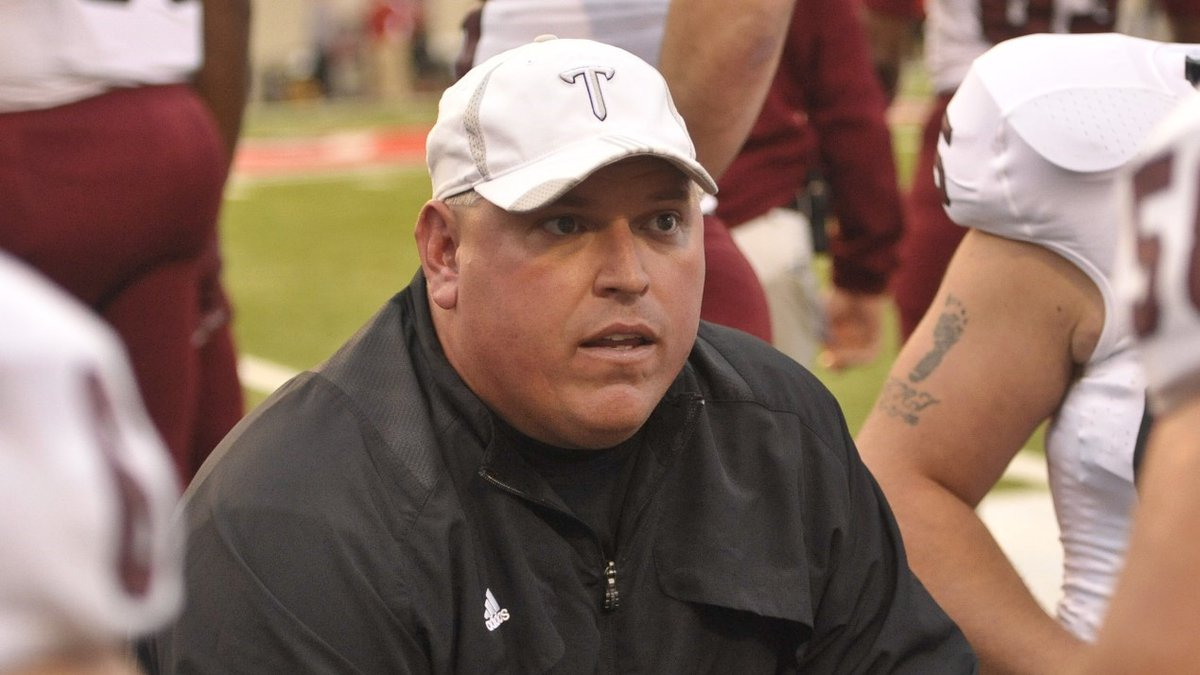 Schlarman coached the offensive line for the Trojans from 2007 until 2012.