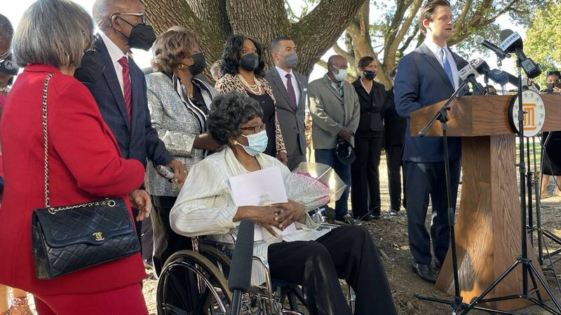 City leaders alongside Claudette Colvin as she files a petition to have her record expunge.