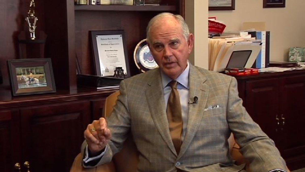 Former Alabama State Sen. Larry Dixon has died.