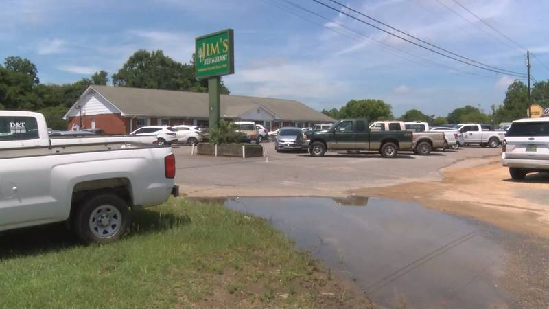 The parking lot at Jim's Restaurant in Prattville was filled Thursday for the final day of...