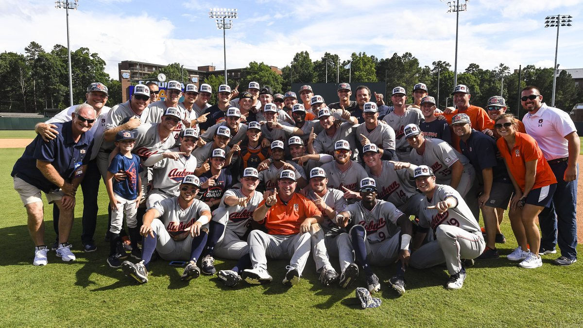 The Auburn baseball team after defeating North Carolina to advance to the CWS. June 10, 2019