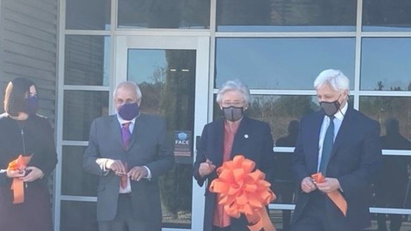 Ala. governor joins Si02 facility in Auburn for production launch of COVID-19 vaccine vials
