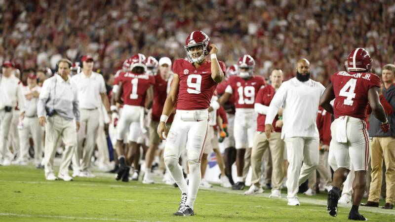 Alabama defeats rival Tennessee 52-24 on homecoming week