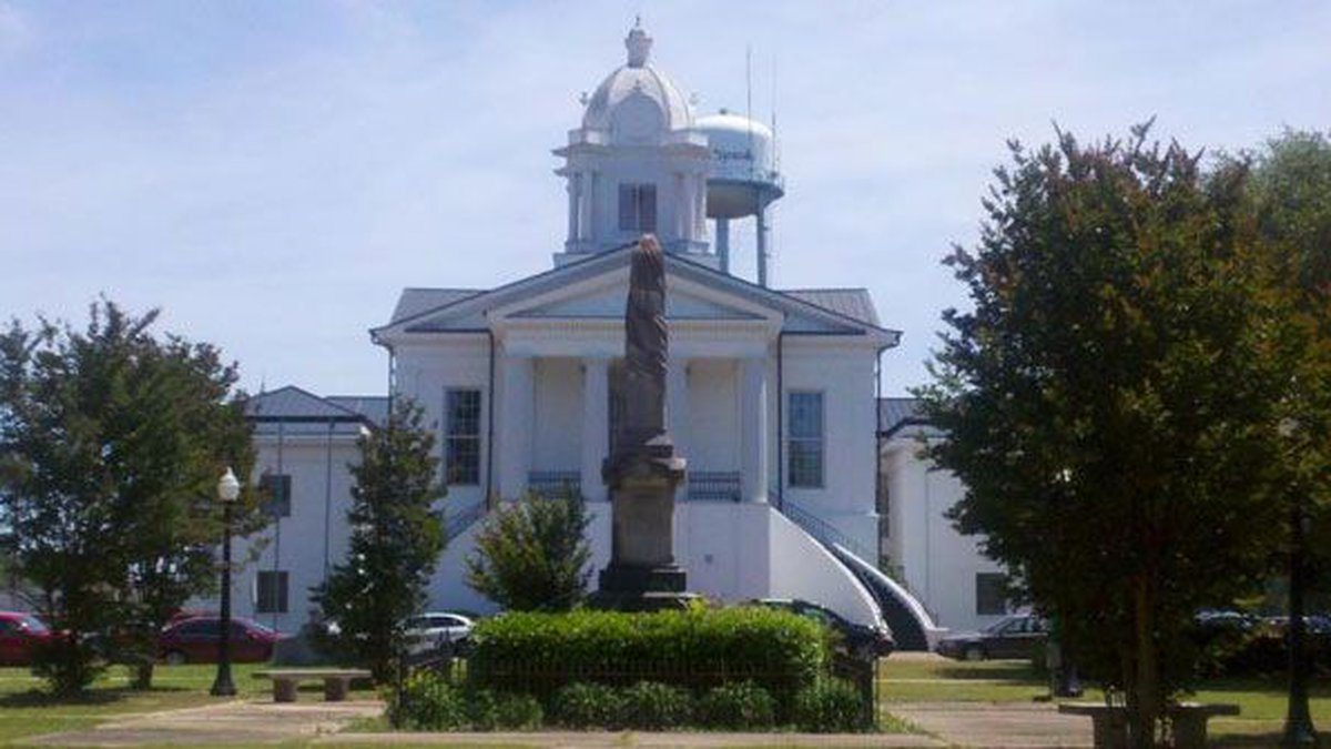 Lowndes County Courthouse