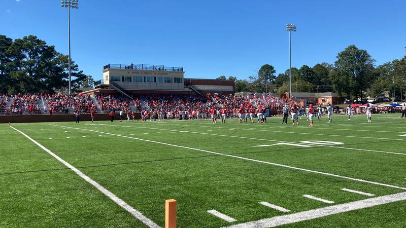 The Huntingdon Hawks came out with a win against the Averett Cougars for homecoming Saturday.