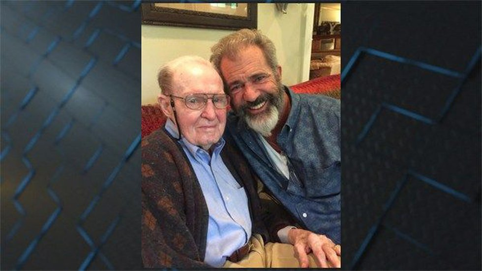 Hal Moore and Mel Gibson (Source: Submitted photo to Opelika Auburn News)