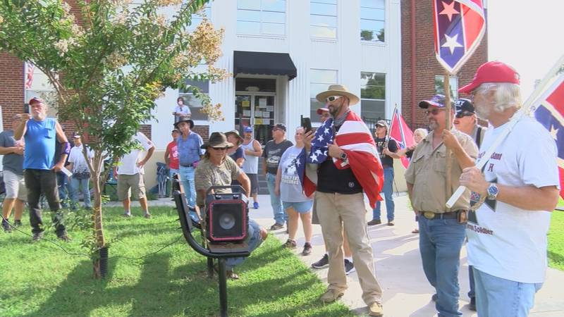 Protesters at the Albertville Courthouse
