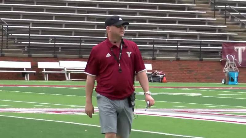 Coach Lindsey at spring practice with the Trojans in 2020