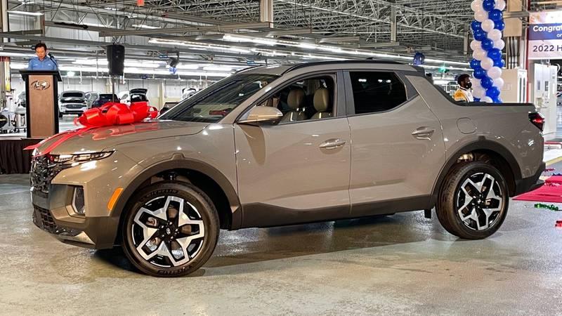 Hyundai Motor Manufacturing Alabama is set to begin producing the all-new 2022 Santa Cruz...