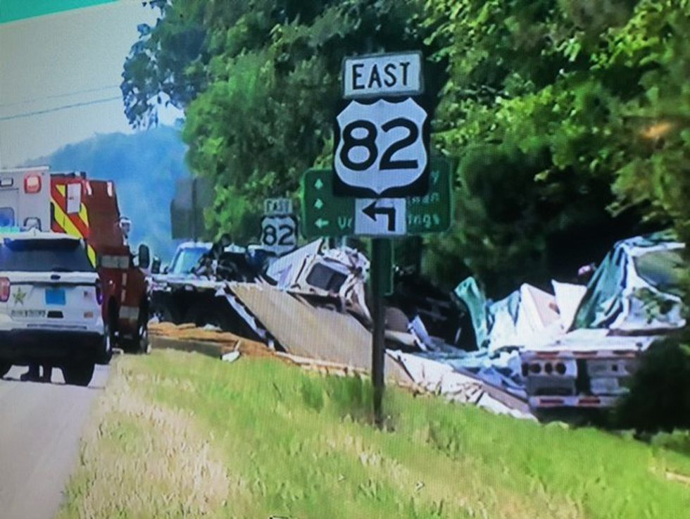 2 dead in crash on Highway 231 in Montgomery County